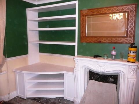 fancy-design-coloured-shelves